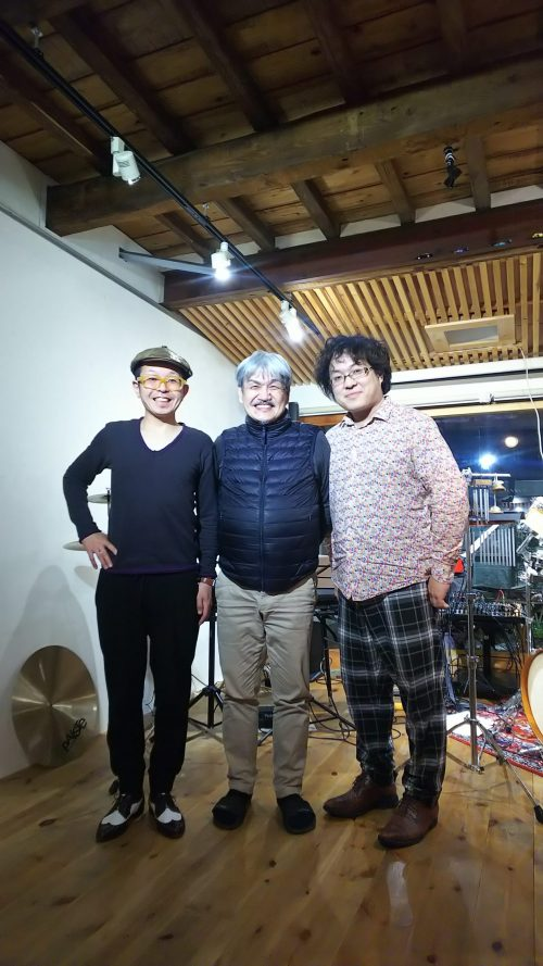 須藤氏、熊本氏、真ん中は梅棹マヤオ氏。